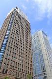 布朗摩天大楼和蓝色摩天大楼 免版税库存图片