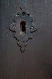 布朗木门和匙孔 免版税库存图片