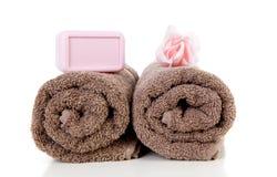 布朗毛巾和桃红色肥皂 图库摄影