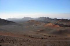 布朗熔岩在西班牙加那利群岛兰萨罗特岛上的沙漠风景 图库摄影