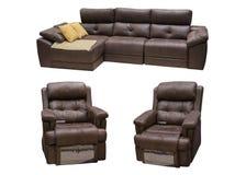 布朗用皮革包盖有在白色背景隔绝的椅子的沙发 免版税库存图片
