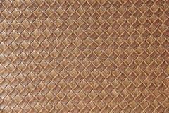 布朗皮革正方形被编织的被编织的样式 免版税库存图片