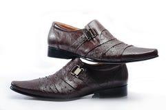 布朗皮革精神礼鞋 免版税库存图片