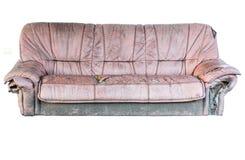 布朗皮革老沙发隔绝了包括的裁减路线 免版税库存照片