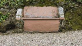 布朗石头长凳 库存图片