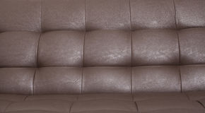 布朗背景的皮革沙发 库存照片