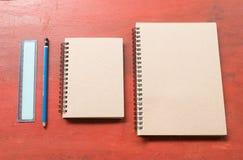 布朗课本铅笔和统治者 库存图片