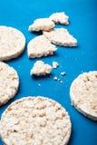 布朗面筋免费米薄煎饼,垂直 库存图片
