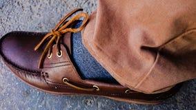 布朗鞋子、鞋带&长裤 库存图片