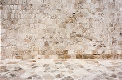 布朗,一个石房子的含沙,老墙壁露天 r 库存图片