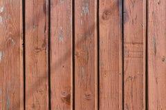 布朗绘了并且风化了破旧的木板条 抽象背景自然纹理木头 免版税库存图片
