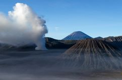 布罗莫火山活火山在东爪哇,印度尼西亚 免版税库存图片