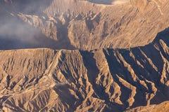 布罗莫火山火山在日出期间的Gunung Bromo从在登上Penanjakan的观点,在东爪哇省,印度尼西亚 库存照片