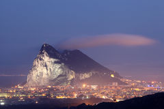 直布罗陀的岩石在晚上 免版税图库摄影