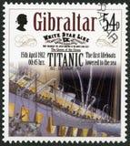 直布罗陀- 2012年:显示第一艘救生艇被降下对海, 1912年4月15日,系列力大无比的百年1912-2012 图库摄影