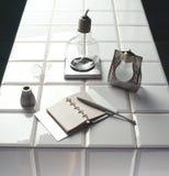 布置时髦的表的厨房 免版税库存图片