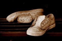 画布老鞋子 免版税图库摄影