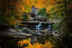巴布考克的磨房在一个完善的秋天早晨 免版税库存图片