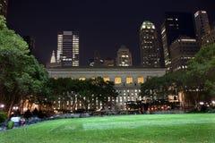 布耐恩特公园纽约地平线晚上 免版税图库摄影