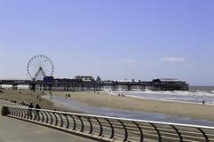布莱克浦中央码头和海滩 库存照片