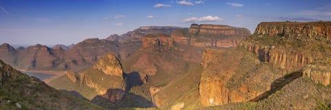 布莱德河峡谷和三Rondavels在南非 库存照片