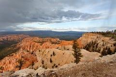 布莱斯峡谷国家公园-在日落,美利坚合众国的雪风暴 库存照片