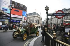 布赖顿汽车伦敦运行到退伍军人 免版税图库摄影