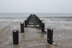 从布赖顿海滩在冬天,纽约的海洋 库存图片