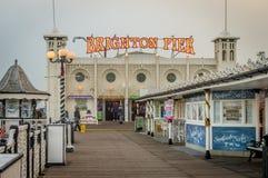 布赖顿码头,苏克塞斯,英国的看法的关闭在日落之前的 免版税库存照片