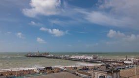 布赖顿码头的海在刮风的天气 库存照片