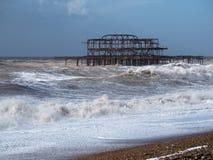 布赖顿, SUSSEX/UK - 2月15日:在风暴以后的布赖顿 库存照片