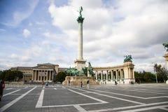 布达佩斯。与一千个Monumen的英雄正方形 库存照片