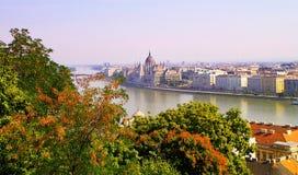 布达佩斯充满活力的看法在夏天 库存图片