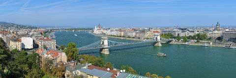 布达佩斯全景有Szechenyi铁锁式桥梁的,匈牙利 库存照片
