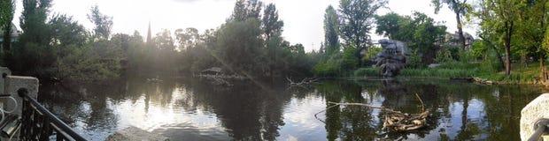 布达佩斯动物园的湖 库存照片