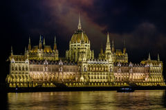 布达佩斯匈牙利晚上议会 免版税图库摄影
