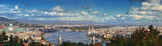 布达佩斯匈牙利 跨接布鲁克林市曼哈顿新的晚上全景地平线视图约克 图库摄影