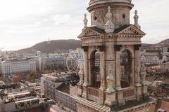 布达佩斯和弗累斯大转轮高的看法  免版税库存照片
