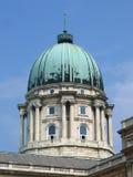 布达佩斯圆顶皇家匈牙利的宫殿 免版税库存图片