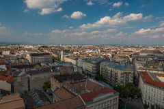 布达佩斯好的看法从圣徒斯蒂芬斯大教堂圆顶,匈牙利的顶端 免版税库存照片
