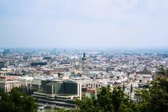 布达佩斯市全景在夏天多云天 免版税库存图片