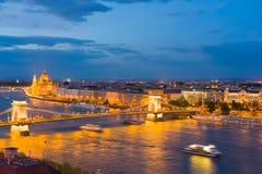 布达佩斯市在一个春天晚上 库存图片