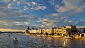 布达佩斯市多瑙河的地平线全景 免版税图库摄影