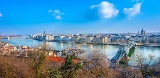 布达佩斯市看法有多瑙河和议会的 免版税库存图片