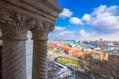 布达佩斯市看法有多瑙河和议会的 库存照片