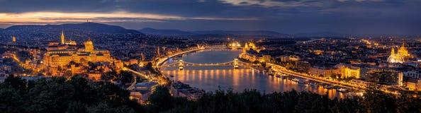 布达佩斯晚上全景 免版税库存图片