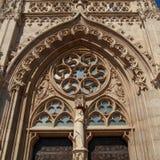 布达佩斯普遍的旅行目的地 一个历史马赛厄斯教会的精巧被雕刻的沙子石头外部细节  免版税库存图片