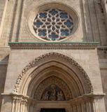 布达佩斯普遍的旅行目的地 一个历史马赛厄斯教会的精巧被雕刻的沙子石头外部细节  免版税库存照片