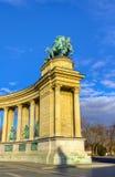布达佩斯柱廊英雄匈牙利左正方形 免版税图库摄影