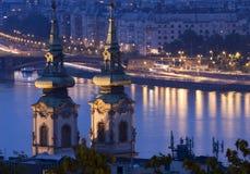 布达佩斯点燃晚上 免版税库存照片